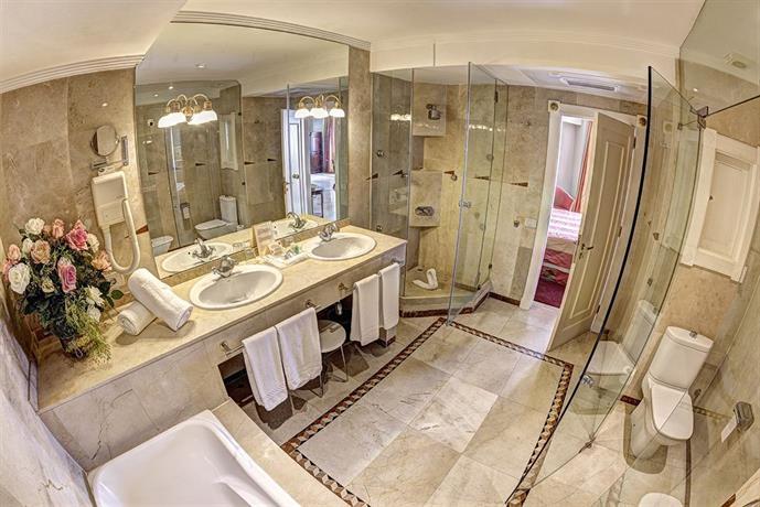 Hotel Reina Isabel 4*