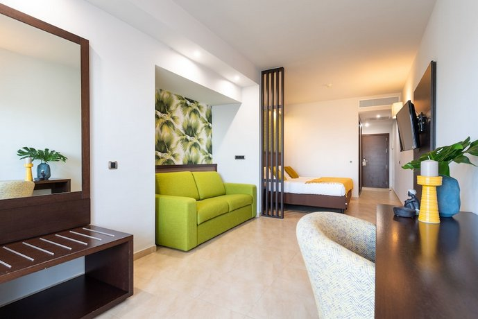 Roca Negra Hotel & Spa 4*