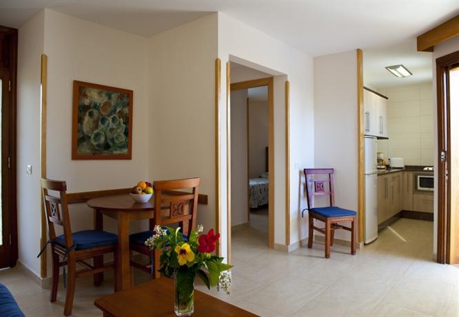 Apartments Los Manueles 2*