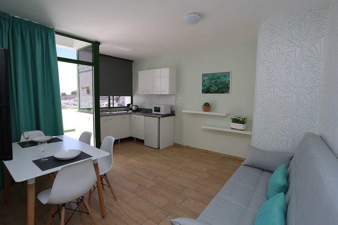Apartments Halley 2*