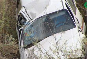 Fahrzeug in Arucas von der Straße angekommen, 1 Mann verletzt