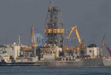Repsol beginnt Bohrungen, Greenpeace im Hafen festgesetzt