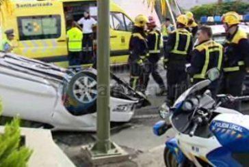 Unfall in einem Kreisverkehr in Telde