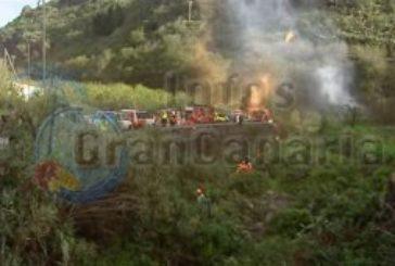 Bus stürzt in Schlucht - Übungseinstaz unter schweren Bedingungen