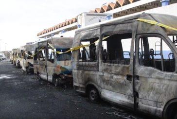 Vermutlich Brandstiftung: In Telde brennen 8 Krankenwagen aus inkl. Video