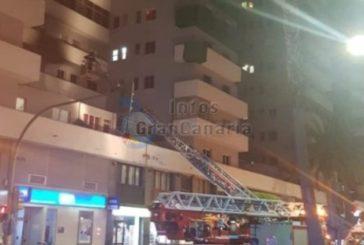 100 Personen aus Wohnhaus in Las Palmas wegen Feuer evakuiert - mehrere Verletzte