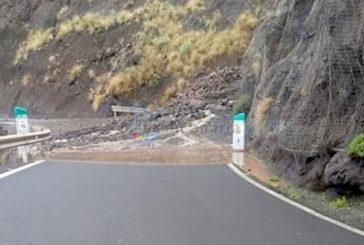 Schwere Regenfälle im Norden von Gran Canaria - Überschwemmungen und Erdrutsche - Schneefall auf Teneriffa