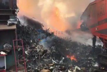 Erneut Großbrand im Industriegebiet von Arinaga