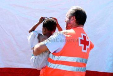 Boot mit 24 Flüchtlingen entedeckt - Schwangere mit Hubschrauber geborgen