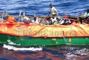 Boot mit 42 Flüchtlingen am Strand von Las Carpinteras eingetroffen