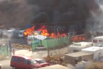 Großbrand zerstört 6 Campingwagen und 5 Autos auf dem Campingplatz Tarajalillo