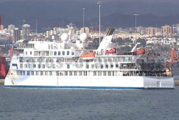 Ehemaliges COVID-19 Kreuzfahrtschiff im Hafen von Las Palmas angekommen