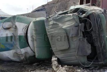 Video: Betonlaster auf GC-3 in Las Palmas verunglückt, 2 Verletzte