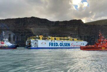Fähre im Hafen von Agaete noch nicht geborgen, etwas Diesel ausgelaufen