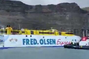 Sturm drückte Fähre von Fred Olsen bei Agaete auf Grund