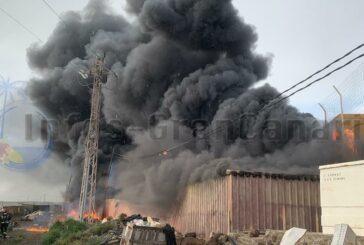 Feuer in El Buerro (Ingenio) - Rauchsäulen konnten Kilometerweit gesehen werden