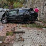 Auto krach in Las Palmas in eine Palme beide Insassen verletzt