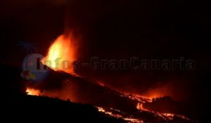 Neuer Lavaschlot La Palma bei Nacht